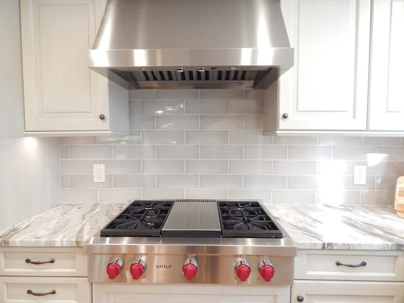 A kitchen with a full length backsplash